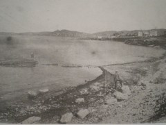 Κύριος σε περίπατο στο Καλαμάκι το Μεσοπόλεμο