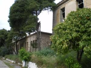Τα κτίρια του παλαιού στρατιωτικού νοσοκομείου.