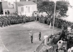Τελετή Προσκόπων & Οδηγών στην αυλή του Ιωσηφώγλειου το 1949. (Αρχείο ΣΕΠ)